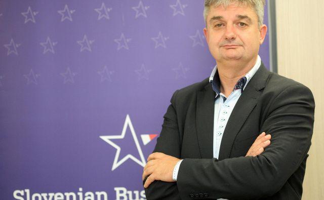 S kampanjo ZA podjetno Slovenijo želimo ljudem razložiti, da če bo več podjetnosti, kar pomeni tudi več ambicioznosti in kreativnosti, bomo imeli boljše produkte, več bomo zaslužili in bomo lahko imeli višje plače, obenem bomo imeli več za davke in tudi naše pokojnine bodo lahko višje, pravi Goran Novković, izvršni direktor SBC – Kluba slovenskih podjetnikov. FOTO: Mavric Pivk/Delo
