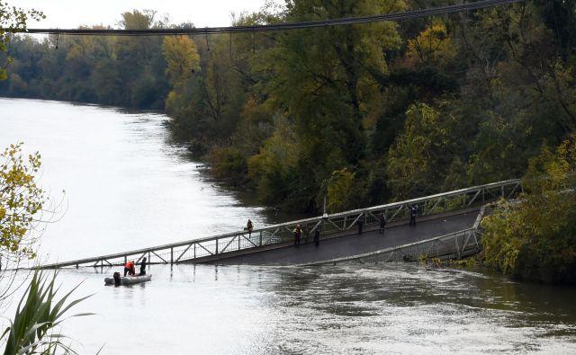 Viseči most čez reko Tarn. FOTO:Eric Cabanis/Afp