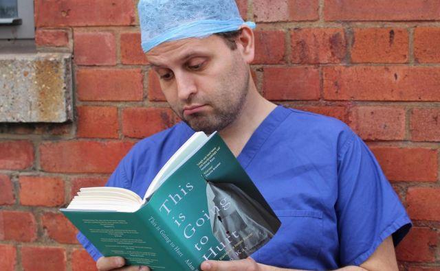 Adam Kay je, ko je opustil zdravniški poklic, postal scenarist in napisal knjižno uspešnico <em>Tole bo bolelo</em>. FOTO: promocijsko gradivo