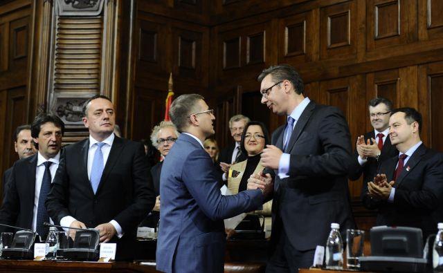 Predsednik Aleksandar Vučić z notranjim ministrom Nebojšo Stefanovićem, čigar oče naj bi sodeloval v spornih poslih podjetja Krušik. FOTO: Vesna Lalić/Blic
