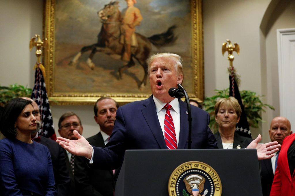 FOTO:»Slabši kot Nixon« predsednik Trump resno razmišlja o pričanju v preiskavi razrešitve