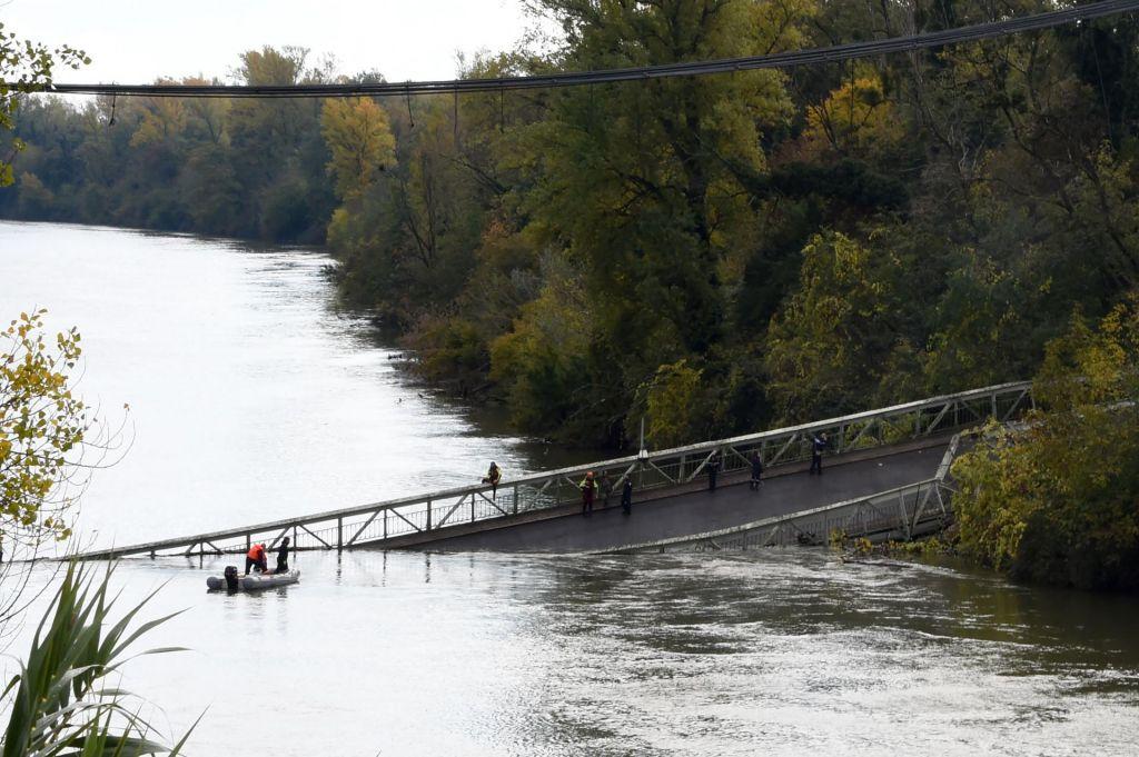 V bližini mesta Toulouse se je porušil cestni most