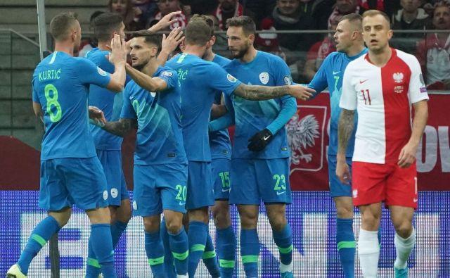 Slovenska izbrana vrsta je igrišče po prvem polčasu zapustila z izidom 1:1. FOTO: AFP