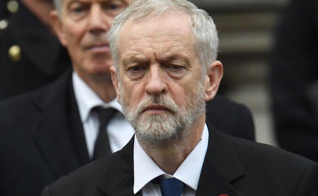 Novi laburizem, kot sta si ga zamislila Blair (zadaj) in Brown, še vedno živi, a ne v vrstah stranke, po kateri nosi ime. Laburistično stranko je prevzela Corbynova (spredaj) radikalna levica.<br /> Foto Reuters