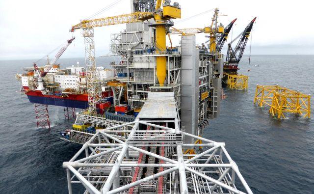 Povpraševanje po nafti bo najbrž še upadalo. FOTO: Reuters