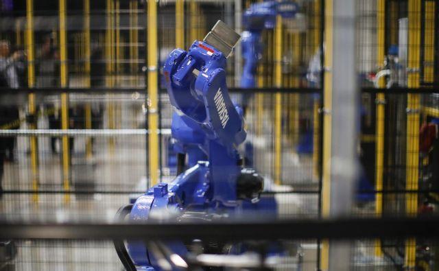 Japonska družba Yaskawa proizvaja robote tudi v Sloveniji, kjer tudi industrija sodi med nadpovprečno »robotizirane«. FOTO: Uroš Hočevar