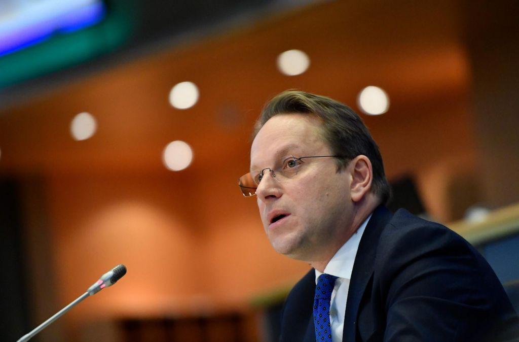 Francoski načrt metanje peska v oči Balkancem?