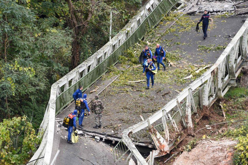 FOTO:Most v Toulousu se je najverjetneje zrušil zaradi pretežkega tovornjaka