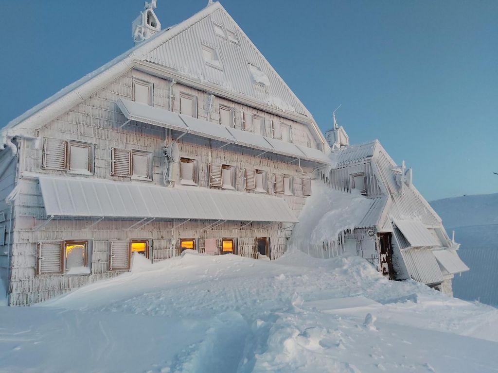 Na Kredarici padel novembrski snežni rekord