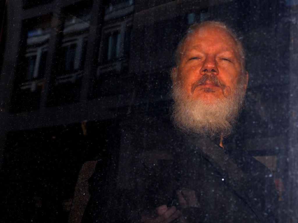 Švedsko tožilstvo opustilo preiskavo Assangea zaradi posilstva