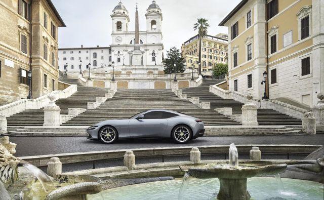 Ferrari roma nosi ime glavnega mesta Italije, ker da s svojo pojavo spominja na nekdanje romantične, sproščene čase v Rimu. Fotografije Ferrari