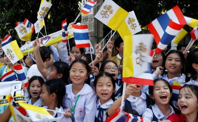 Obisk Tajske je pomemben že zato, ker je Frančišek šele drugi papež, ki se je kdaj mudil v tej državi (Janez Pavel II. jo je obiskal leta 1984). FOTO: Reuters