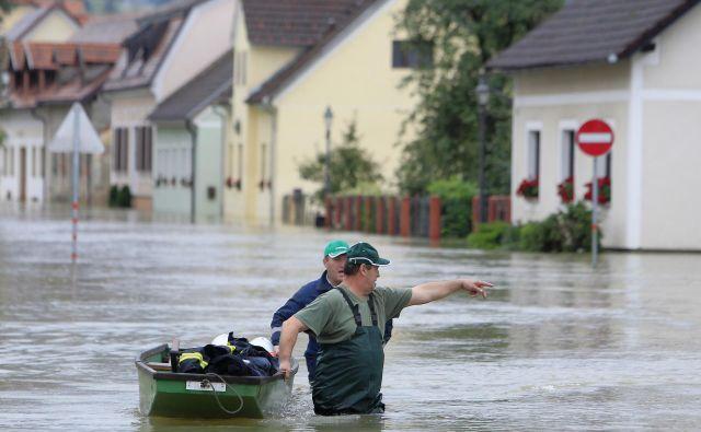 Naravne ujme so bile nekoč dvakrat, zdaj so tudi do petkrat na leto; odpravljanje posledic stane milijone. FOTO: Leon Vidic/Delo