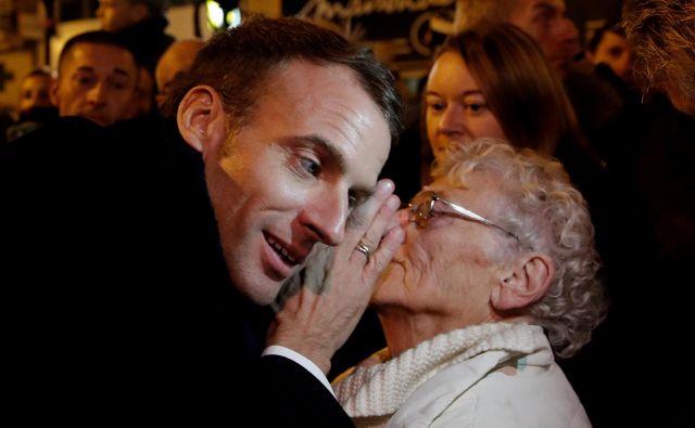 Kaj vse želijo ljudje povedati predsedniku Macronu? FOTO: Reuters