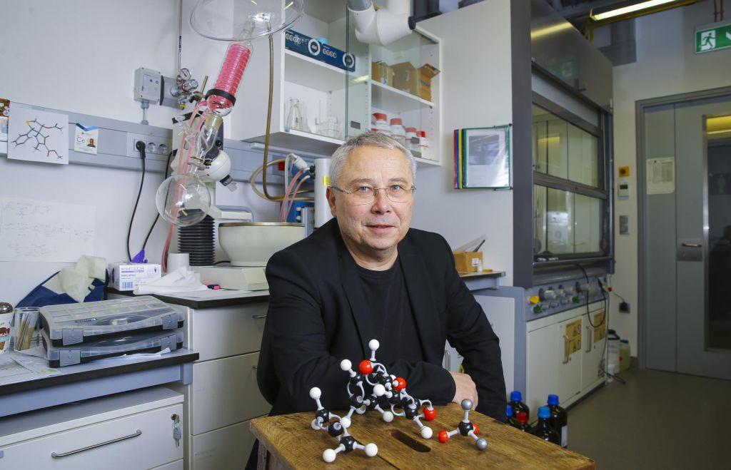 Znanstveniki kemijskega vesolja