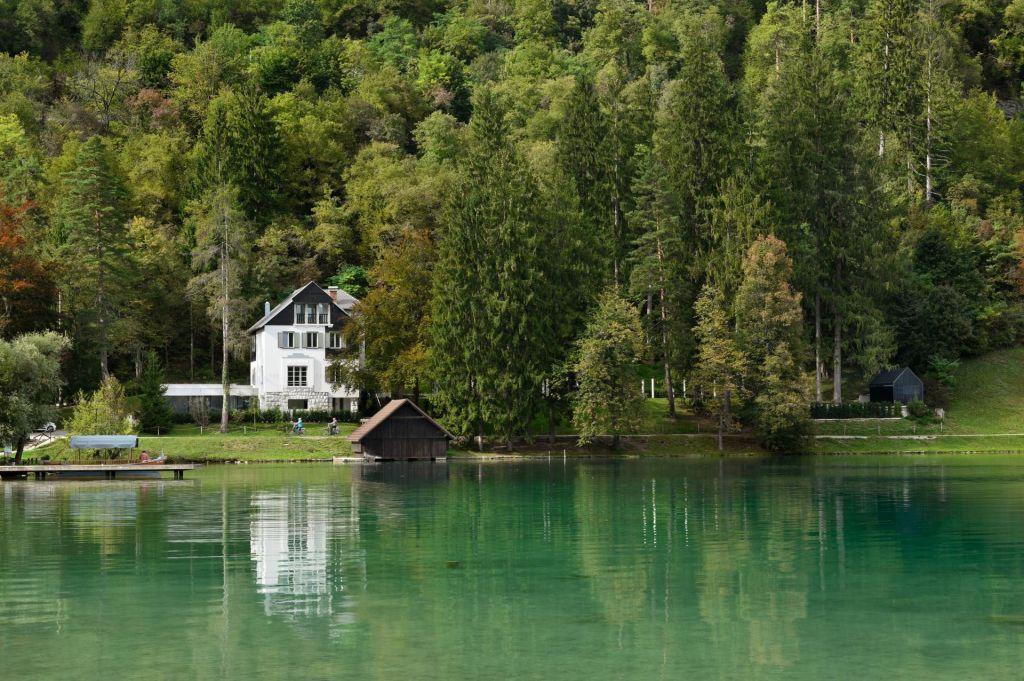 FOTO:Sodobni minimalizem ob Blejskem jezeru