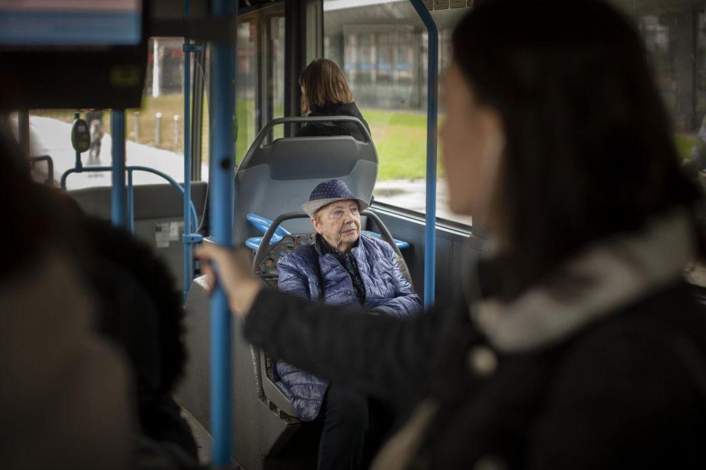 Državno financiranje prometa za starejše