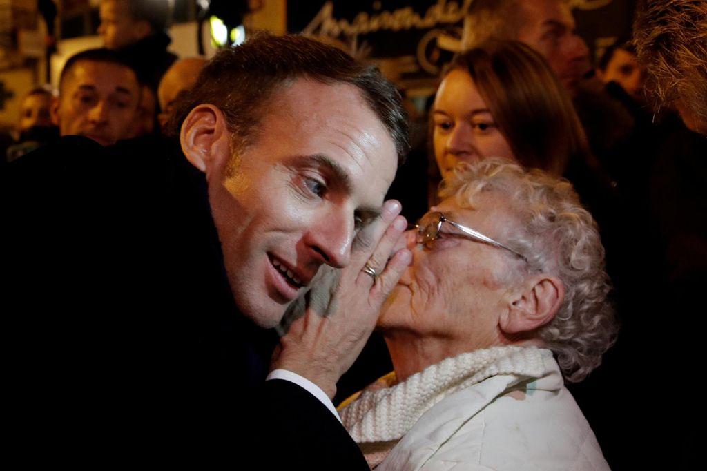 FOTO:Kaj hoče povedati francoski predsednik
