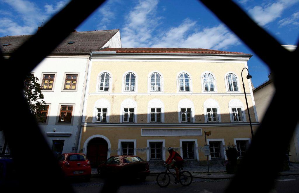 Diktatorjevo rojstno hišo bodo preuredili v policijsko postajo