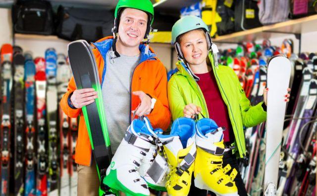 Opozoriti velja, da čeprav so mehkejši čevlji, ki so na voljo na tržišču, na voljo s »fleksom« 50 za ženske in 70 za moške, so zelo mehki najpogosteje slabše kakovosti, s slabšimi notranjimi čevlji, zaponkami in cenejšo plastiko. Foto: Shutterstock
