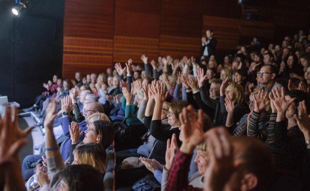 Gluhi so v predstavi zelo uživali. Foto ZDGNL