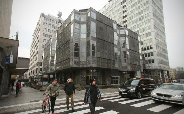 Nekdanjo veleblagovnico Metalka je Heta neuspešno prodajala od jeseni leta 2017, njena cena je padala, kupce pa je odgnala previsoka investicija v samo stavbo. FOTO: Jure Eržen/Delo
