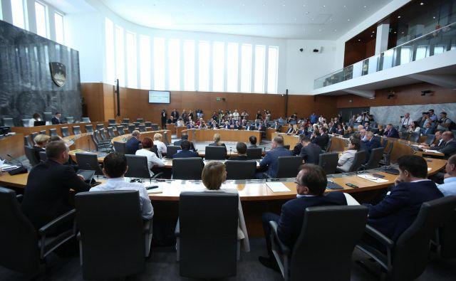 DZ je proračun za leto 2021 sprejel z 49 glasovi za, 40 poslancev je bilo proti.FOTO: Jure Eržen/Delo