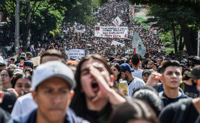 Prizor s protetsov v Medellinu. FOTO: Joaquin Sarmiento/AFP