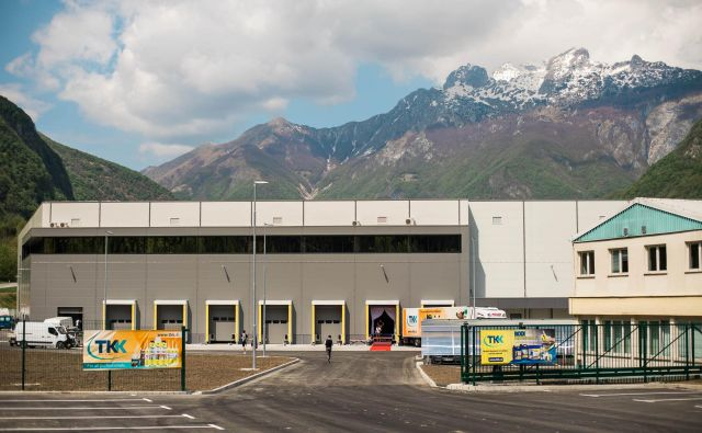 TKK je lani odprl sodoben logistični center. Tudi podoba proizvodnih objektov bo kmalu nova.<br /> Foto Blaž Močnik