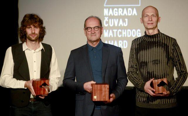 Delovi nagrajenci: Luc Zalokar je dosegel nagrado za mladega novinarja, Boris Šuligoj osrednjega čuvaja za življenjski prispevek k slovenskemu novinarstvu,fotoreporter Blaž Samec pa je bil nagrajen v kategoriji posamezne fotografije. FOTO: Roman Šipić/Delo