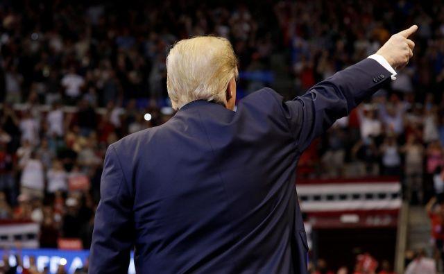 Ameriški predsednik Donald Trump na predvolilnem zborovanju v floridskem mestu Sunrise Foto Reuters