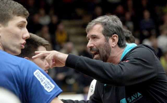 Selektor slovenske rokometne reprezentance Veselin Vujović nima pravšnjega načina komuniciranja s svojimi varovanci. FOTO: Mavric Pivk