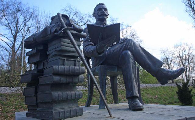 Mag. Milan Lovrenčič: »Danes se spominjamo zgodovinskih dejanj generala Rudolfa Maistra. Zamislil sem si njegovo osebnost danes, tu, pri nas, kjer bi nastopal prav tako odločno pri izgradnji velikih projektov, ki so pomembni za naš razvoj.« Foto Tadej Regent