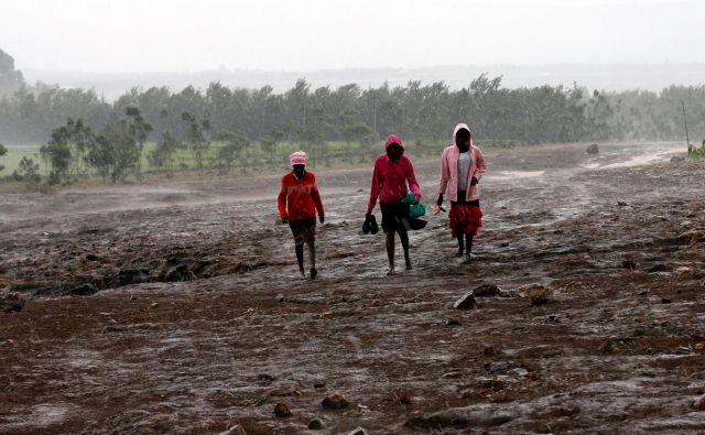 Fotografija je bila posneta po poplavah v Keniji maja lani. FOTO: Thomas Mukoya/Reuters