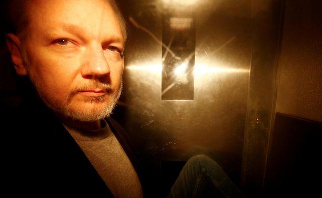 Julian Assange ni v dobrem stanju. FOTO: Reuters