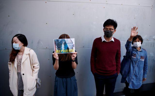 Bodo kitajski funkcionarji tudi nad Hongkonžani izvedli podobno ideološko prevzgojo, kot poteka v Xinjiangu? FOTO: Thomas Peter/Reuters