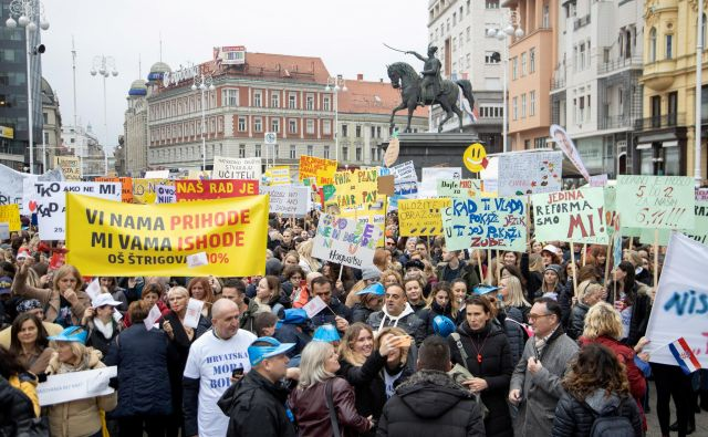 Protestniki so sporočili vladi, da ne bodo odstopili od svojih zahtev in da jo bodo po potrebi zrušili, ker je to stavka za dostojno življenje in reformo izobraževalnega sistema. FOTO:Antonio Bronic Reuters