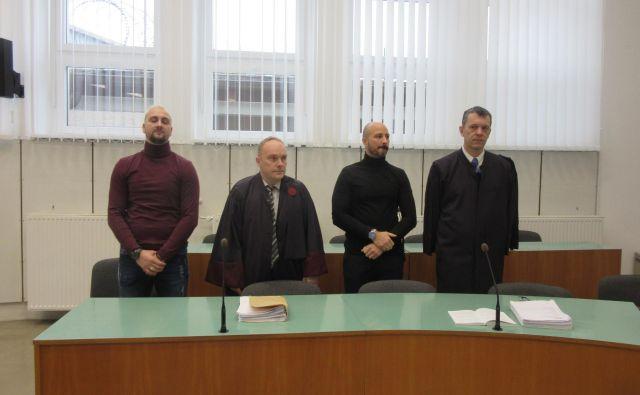 Z leve: Mario Nikolić, njegov zagovornik Matjaž Šaloven, Darko Nikolić in njegov zagovornik Boris Kanduti. FOTO: Špela Kuralt