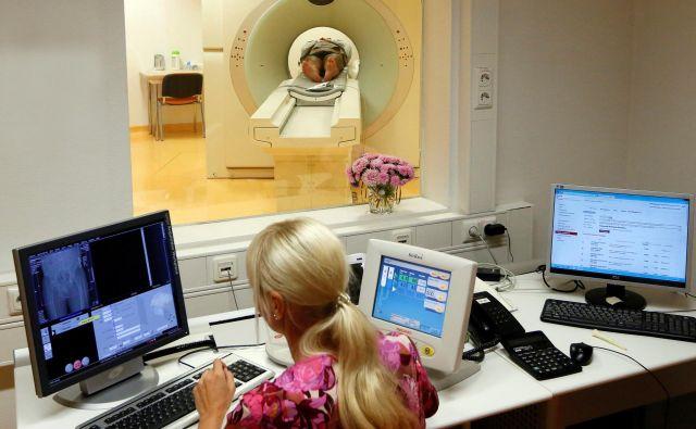 Bolniku so slikanje glave z računalniškim tomografom opravili šele šest ur po sprejemu. FOTO:Ilya Naymushin7Reuters
