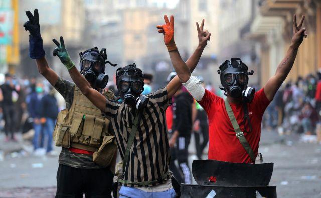Na ulicah iraških mest so večinoma mladi – kar 58 odstotkov prebivalcev Iraka je mlajših od 24 let. FOTO: Ahmad Al-rubaye/AFP