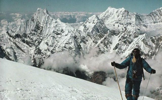 Na vršnem grebenu Anapurne II oktobra 1969 FOTO: Aleš Kunaver