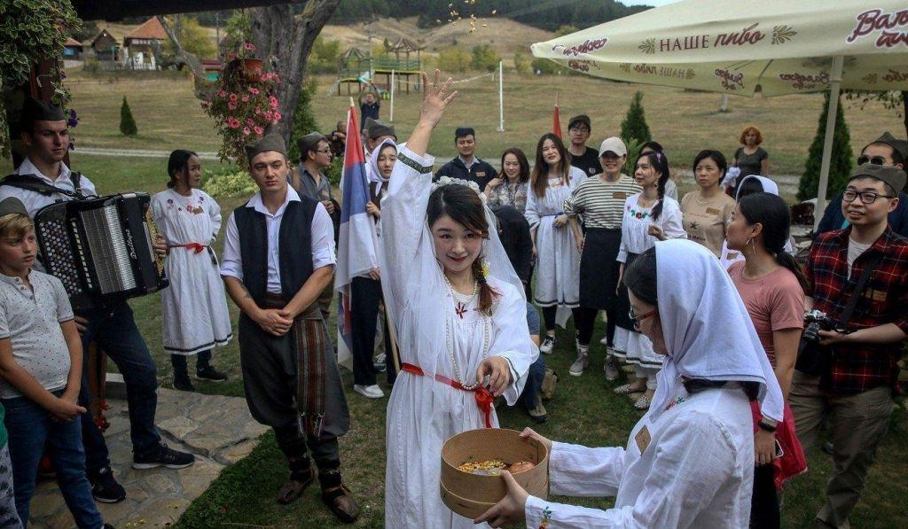 Srbska poroka s kitajsko nevesto