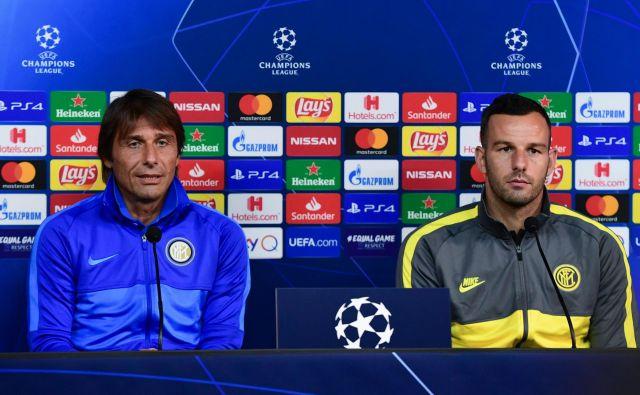 Interjev dvojec vodij, trener Antonio Conte in kapetan Samir Handanović, si v Pragi ne sme privoščiti spodrsljaja. FOTO: AFP