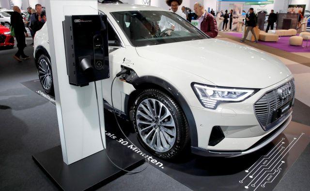 Audi e-tron je eden prvih električnih modelov te znamke, za krepitev naložb v tovrstni pogon bodo morali krčiti drugo delovno silo.<br /> Foto Reuters