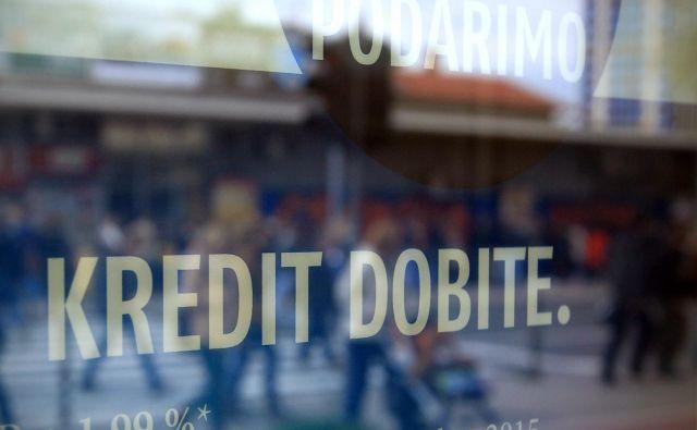 Pot do potrošniškega kredita je odslej težja. FOTO Blaž Samec/Delo