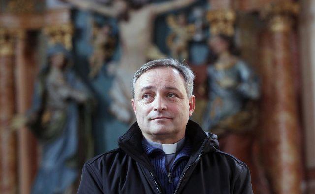 Na Frankolovem pater Branko Cestnik opravlja klasične dejavnosti župnika, a je diplomant filozofije in teologije s slovitih<br /> papeških univerz v Rimu še vse kaj drugega kot le skromni podeželsi župnik. FOTO: Mavric Pivk