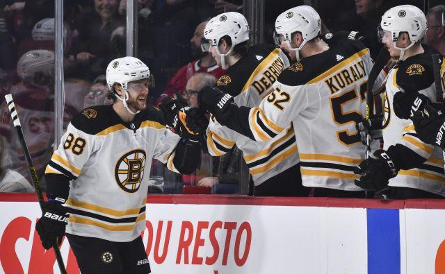 Češki hokejski as David Pastrnak je dosegel že drugi trojček v tej sezoni NHL. FOTO: AFP