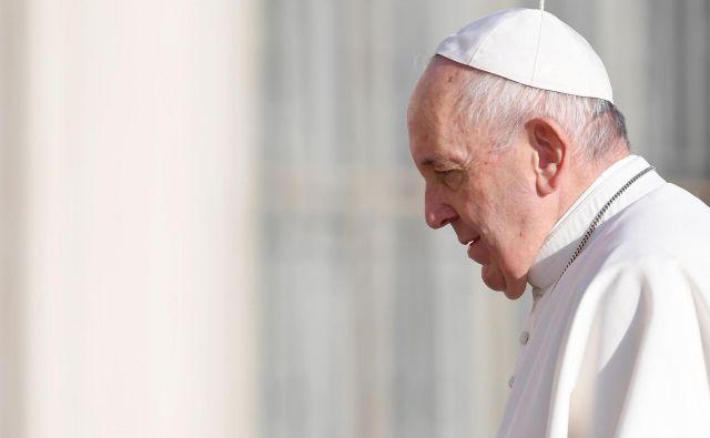 Vodja Rimskokatoliške cerkve je uvedel ukrepe za večjo finančno transparentnost ustanove in Vatikana, zdaj se po njegovem kažejo uspehi novosti. Foto AFP