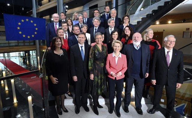 Nova evropska komisija pod vodstvom Ursule von der Leyen je bila, skladno s pričakovanji, gladko izvoljena. FOTO: Frederick Florin/AFP