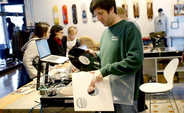 Vinilne plošče so cenjene tudi med zbiratelji. Foto Roman Šipić